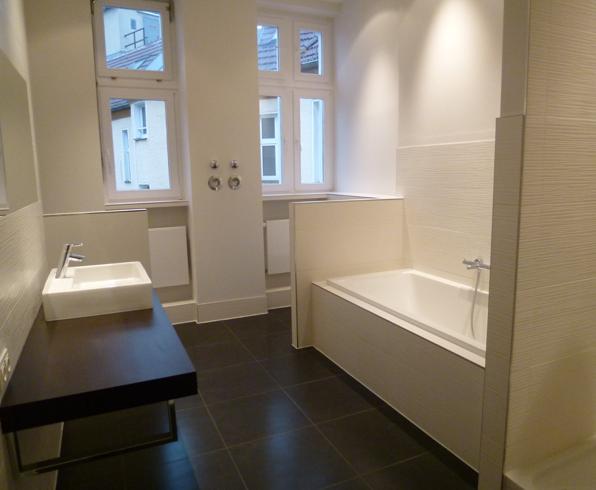 Bad 4 og mit waschtisch makassar badewanne dusche und for Regendusche fur badewanne
